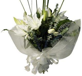 İsparta çiçekçi mağazası  2 dal kazablanka çiçek buketi