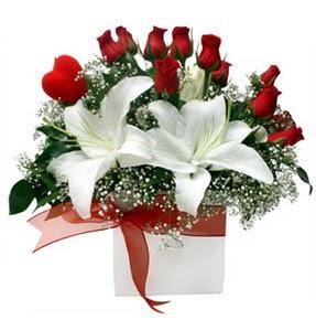 İsparta çiçekçi mağazası  1 dal kazablanka 11 adet kırmızı gül vazosu