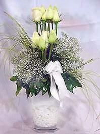 İsparta online çiçek gönderme sipariş  9 adet vazoda beyaz gül - sevdiklerinize çiçek seçimi