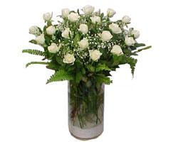 İsparta yurtiçi ve yurtdışı çiçek siparişi  cam yada mika Vazoda 12 adet beyaz gül - sevenler için ideal seçim