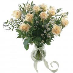 Vazoda 8 adet beyaz gül  İsparta 14 şubat sevgililer günü çiçek