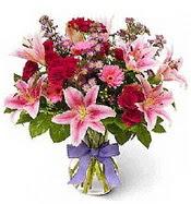 Vazo içerisinde karışık mevsim çiçeği  İsparta çiçek siparişi sitesi
