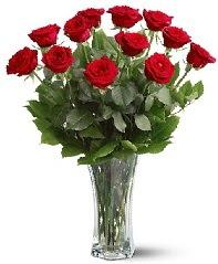 11 adet kırmızı gül vazoda  İsparta internetten çiçek siparişi