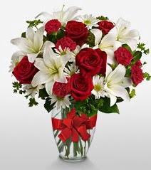 Eşsiz vazo tanzimi güller kazablankalar  İsparta online çiçek gönderme sipariş