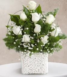9 beyaz gül vazosu  İsparta çiçek satışı
