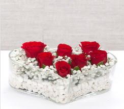 kalp içerisinde 7 adet kırmızı gül  İsparta çiçek siparişi vermek
