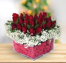 15 kırmızı gülden kalp mika çiçeği  İsparta çiçek satışı