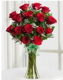 Cam vazo içerisinde 11 kırmızı gül vazosu  İsparta anneler günü çiçek yolla