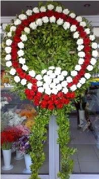 Cenaze çelenk çiçeği modeli  İsparta anneler günü çiçek yolla
