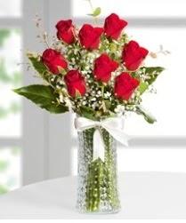 7 Adet vazoda kırmızı gül sevgiliye özel  İsparta çiçek siparişi sitesi