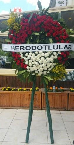 Cenaze çelengi cenazeye çiçek modeli  İsparta çiçek satışı