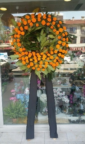 Cenaze çiçeği cenaze çelengi çiçek modeli  İsparta çiçek gönderme