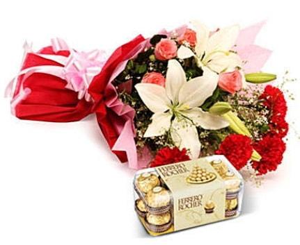 Karışık buket ve kutu çikolata  İsparta çiçek , çiçekçi , çiçekçilik
