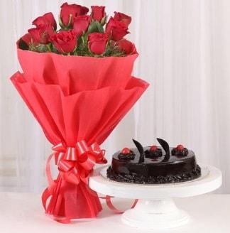 10 Adet kırmızı gül ve 4 kişilik yaş pasta  İsparta internetten çiçek satışı