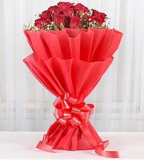 12 adet kırmızı gül buketi  İsparta hediye çiçek yolla